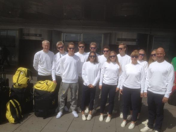 Svenak simtruppen vid avresan från Arlanda