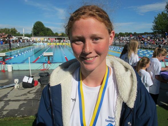 Sara Wallberg vann den yngre klassens 200m bröstsim och hade bättre segertid än den äldre klassens segarinna.