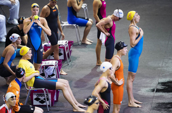 Jennie Johansson laddar för bröstsimsträckan i det svenska damlaget idag på försöken.