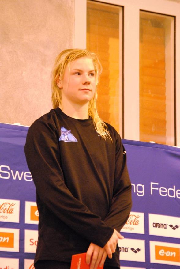 Josefin Lindkvist, Väsby vann  100m fjäril och 50m fritt idag.