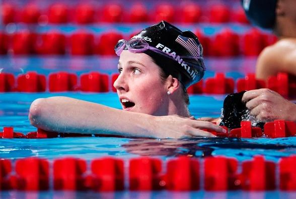 Missy Franklin vann sitt femte VM-guld för året när hon tog hem 200m ryggsim ikväll - på en tid halvsekunden över sitt eget världsrekord på distansen.