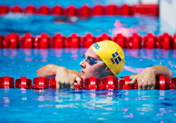 Rebecca Ejdervik gicj vidare till semifinalen på 50m bröstsim med en 13:e plats i försöken.
