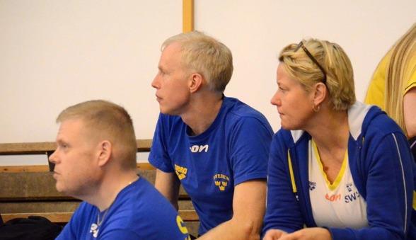 Henrik Forsberg i mitten och Ulrika Sandmark, Sportchef och Förbundskapten ser fokuserade ut.....
