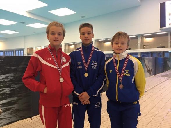 Debutanten David Ekdahl kickade i gång den svenska medaljfesten under fredagen med ett välförtjänt brons på 1m.