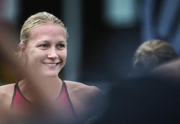 Sarah Sjöström såg så här nöjd ut efter att ha varit snabbast i försöken på 50m fritt idag.