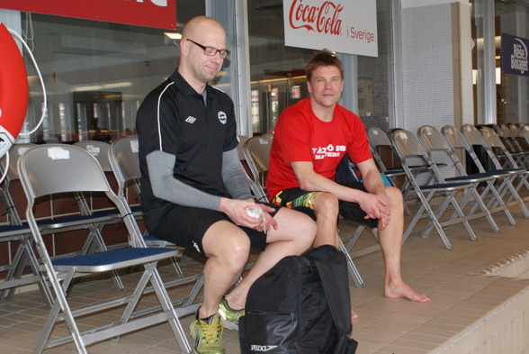 Först in i simhallen (och kanske hetast på gröten?) Masterskommitténs nye ordförande Daniel Lönnberg tillsammans med Växjös Ola Söderberg
