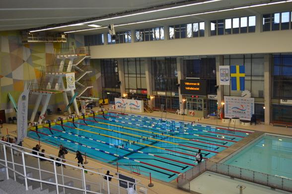 Valhallabadet i Göteborg - i tävlingsskrud lördag morgon.