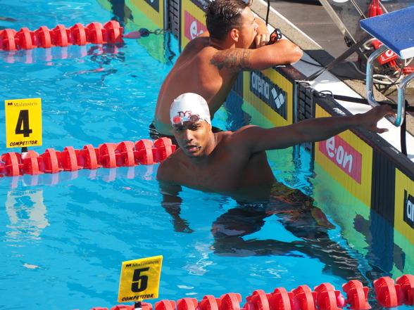 Idag hade vi tillbaka Simon Sjödin i vattnet - efter en mindre bra gårdag. I vattnet på morgonen för försökstävlingar på 200m medley