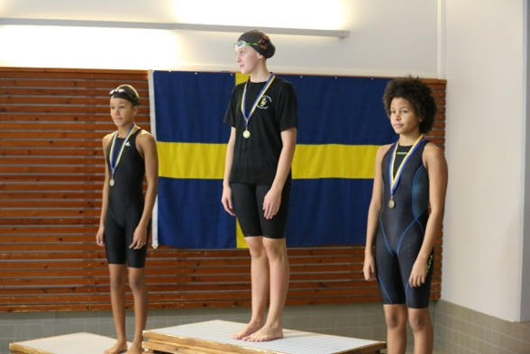 Sundsvalls Simsällskap tog en trippel på 100m fritt i yngsta flickklassen i Skellefteå