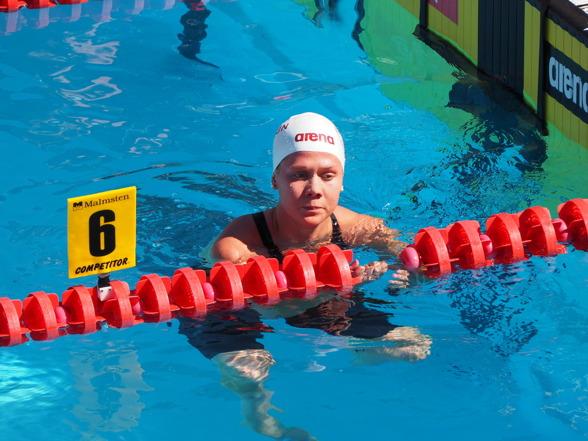 Henriette Stenkvist, Neptun vann seniorheatet på försöken av 200m ryggsim damer.