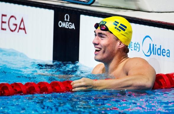 Johannes Skagius såg så här glad ut efter semifinalen på 50m bröstsim - dessutom ett svenskt rekord.