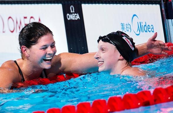 Lotte Friis och Kahty Ledecky bjöd på ett klassiskt 1500 meters lopp som slutade i Europarekord för danskan och världsrekord för amerikanskan. Stor underhållning - när distanssimning är som bäst. Ett lopp att minnas!!