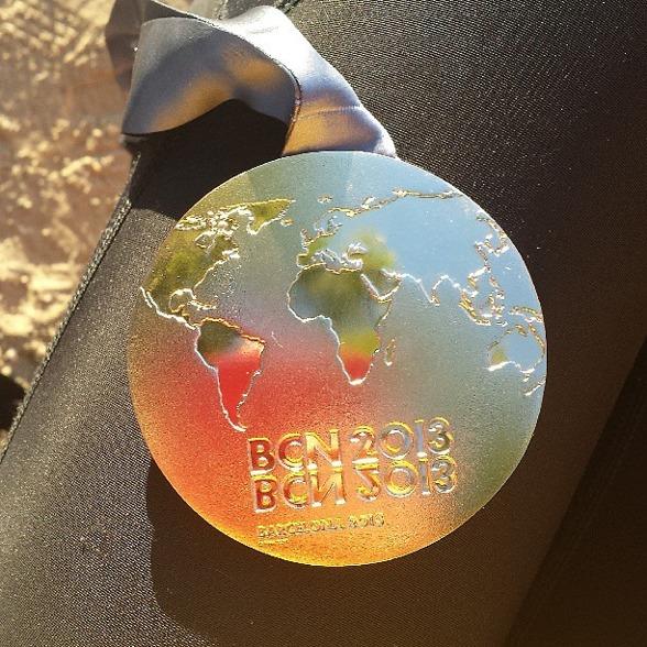 Det här gårdagens medaljglitter från Barcelona. Guldet på 100m fjärilsim. Foto: Sarah Sjöström