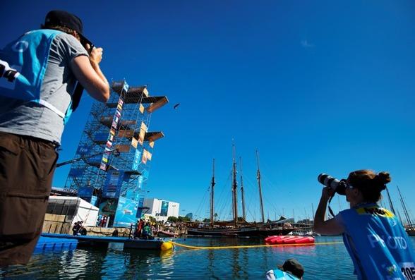De riktigt höga hoppen sker nere i hamnen av Barcelona. 27 meter för herrarna och 20 meter för damerna. Ujja....