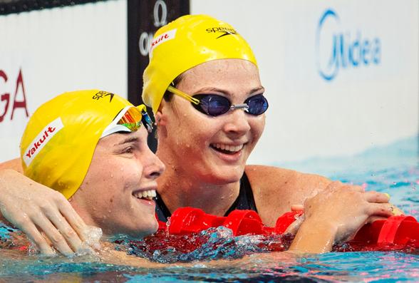 Bronte och Cate Campbell är lång framme på 100m fritt. Cate leder tillsammans med Sarah Sjöström grenen.