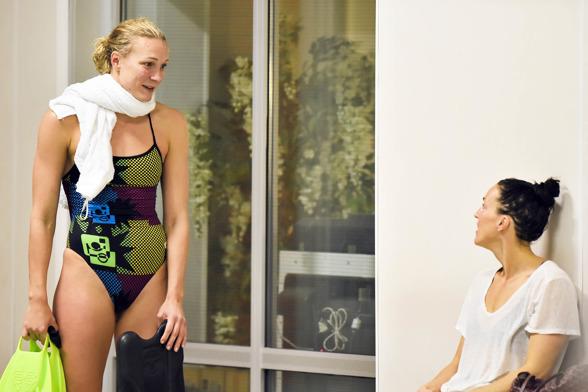 Sarah Sjöström efter 50m fritt där Tessan vann SM-guldet eftersom Sarah diskades för tjuvstart.
