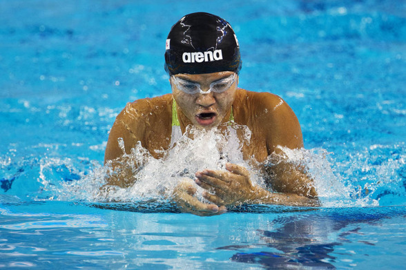 Su Moe Theint San från Burma är yngst på VM. 11 år simmandes 100m bröstsim. Hennes tid 1.18.63