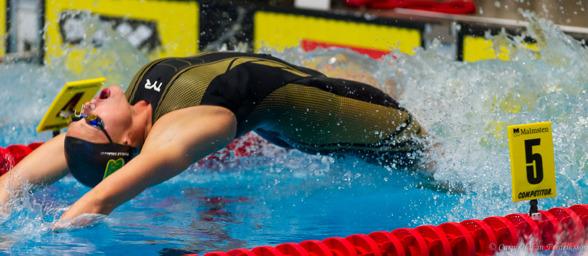 Michelle Coleman slog svenskt juniorrekord på 100m ryggsim