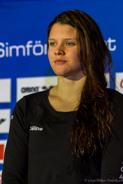 Celine Bertrand under 2.10 på 200m fjärilsim för första gången!!!
