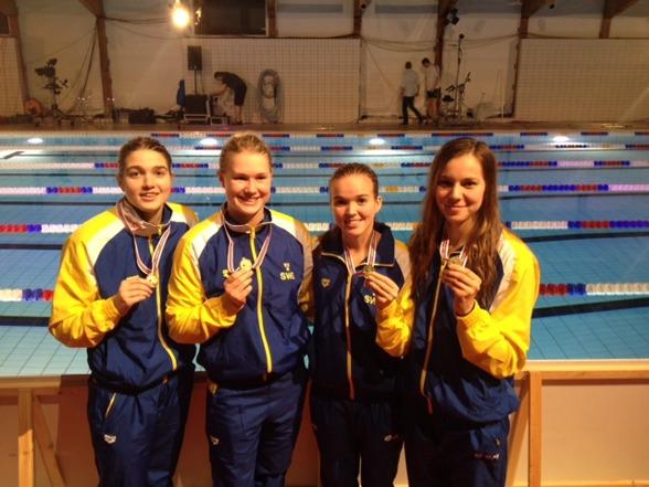 Under lördagen vann Sverige NJM:S äldre klass för tjejer på 4x200m fritt med Wanda Dollmayer, Josefin Eriksen, Jacki Hippi, Maria Galic