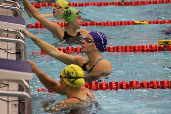 Louise Hansson vann två JSM-titlar på morgonen. 200m medley och 100m fjärilsim.