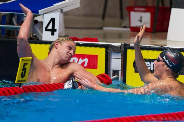 Mattias Carlsson och Adam Paulsson efter finalen på 400m fritt