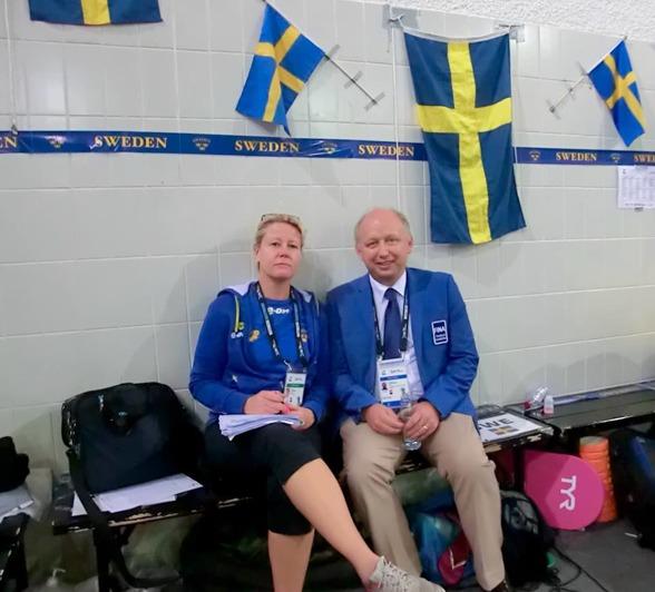 Förbundskaptenen Ulrika Sandmark (som inte ser så där glad ut) och FINA-delegaten Christer Magnusson (som ser lite gladare ut)