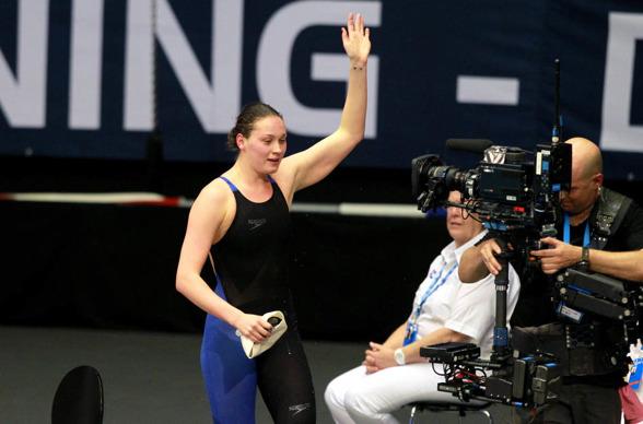 MIe Nielsen - Danmarks nya superstjärna i simning. Slog Europarekord på 100m ryggsim den andra EM-kvällen i Herning.