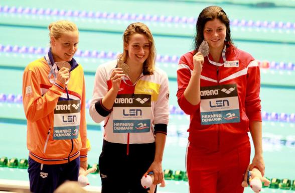 Pristagarna på 800m fritt damer Rouwendahl HOL, Belmonte ESP och Friis DEN