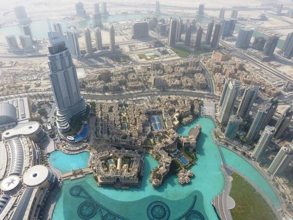 Vi kan naturligtvis inte undanhålla er en bild uppifrån Burj Khalifa - 838 meter över havet. Huga....