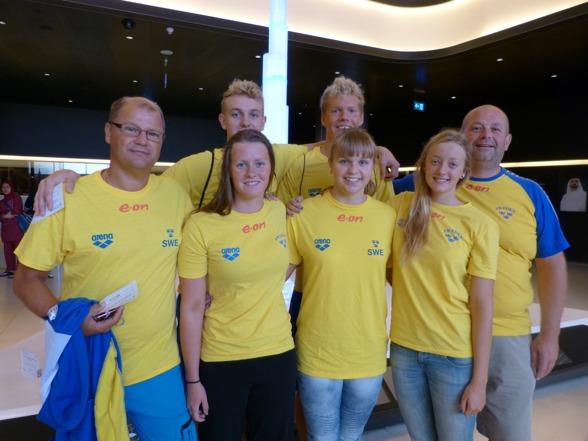 Svenska truppen - bakre raden:  Håkan Hertzman (tränare, Axel Pettersson, Adam Paulsson och Gunnar Wismar (tränare). Främre raden: Elin Podeus, Agnes Wiiand och Jessica Billquist.