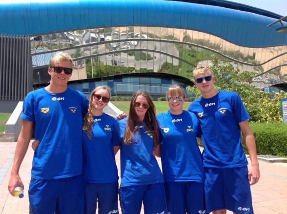 De svenska simmarna i Dubai, Adam Paulsson, Jessica Billqvist, Elin Podeus, Agnes Wiiand och Axel Pettersson.