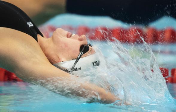 Anastasiia Fesikova vann 100m ryggsim.