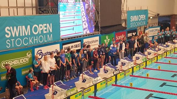 Svenska EM-truppen på 30 simmare - 16 herrar och 14 damer presenterades för publiken i Eriksdalsbadet. Klicka på bilden så blir den större