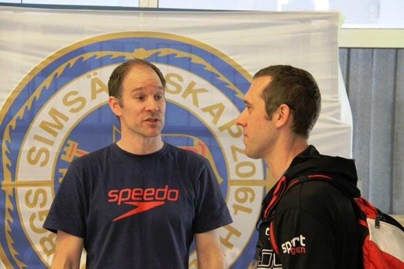 Tv Henrik Cleverdahl, tävlingsgeneralen för Masters-Sm och till höger Honza Vitazka, som simmade hem segern på 400m medley i klassen 40-44 år - med dagens bästa tid.