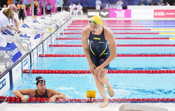 Snabbt upp ur vattnet efter 100m fritt semifinal. 14 minuter kvar till finalen på 50m fjärilsim.