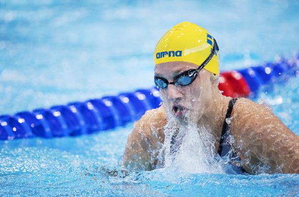 Jessica Eriksson snabbaste svenska bröstsimmerska på 200 meter och enda tjej vidare till semifinalen.