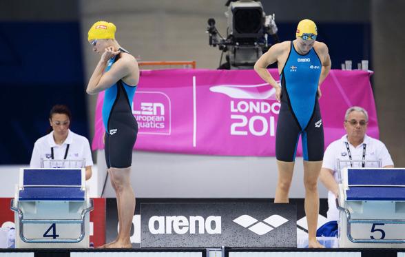 Sjsötröm och Hansson laddar inför 100m fjärilsim.
