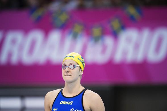 Stina Gardell laddar för 200m fritt