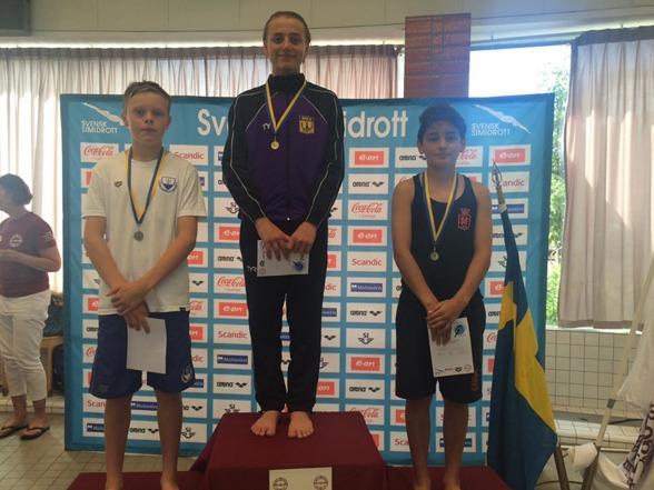 Elias Petersens vinnarleende efter guldhoppningen i samband med söndagens tävling på 1m.