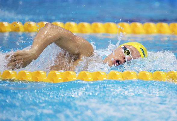 Victor Johansson sänkte det svenska juniorrekordet med tre sekunder i försöken på EJM och leder 400m inför finalen