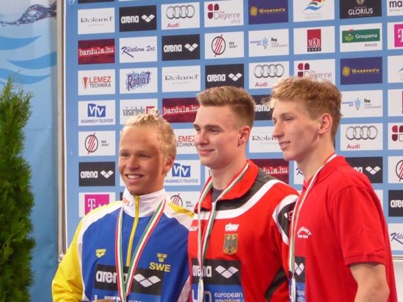 Victor Johansson på prispallen efter 400m fritt herrar.