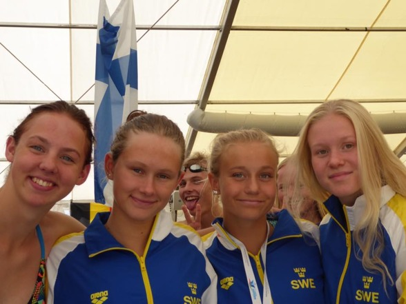 Svenska dammedleylaget ligger två efter försöken idag.
