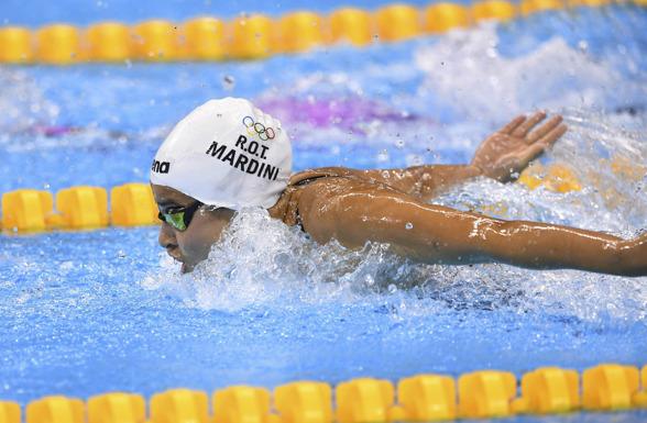 """Yusra Mardini simmar för """"flyktinglaget"""" på OS.(Refugee Olympic Team)"""