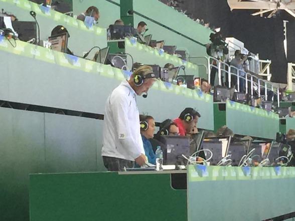 Magnus Wahlman och Anna Karin Kammerling från Radiosporten sitter här.
