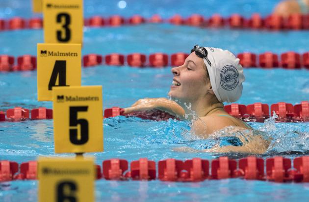 Svenskt juniorrekord av Sophie Hansson på 100m bröstsim.
