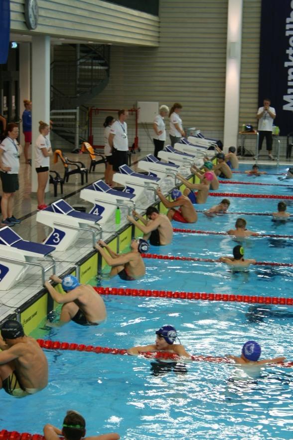 Eskilstuna: starten på 100m ryggsim