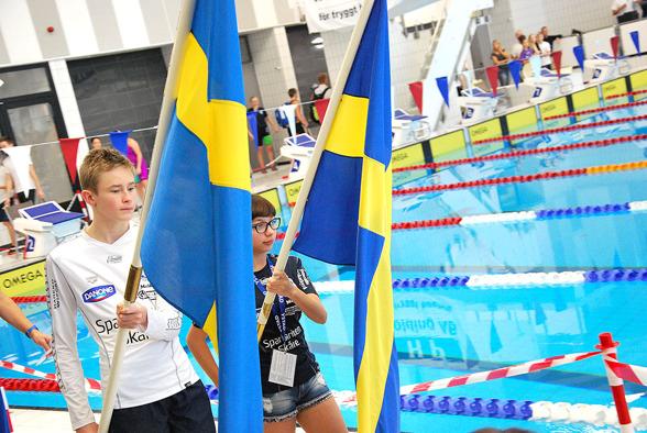 Ystad - inmarsch med svenska flaggor.