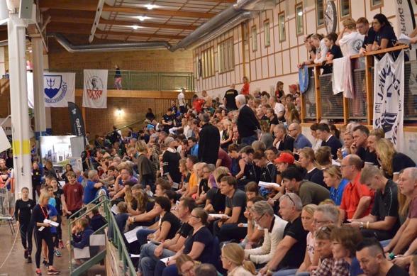 Gott om folk på Sum-Sim i Jönköping - söndag eftermiddag.