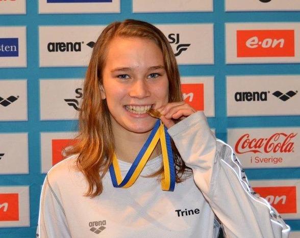 Trine Forss, Skövde slog Sum-Sim rekord på  100m ryggsim i yngsta klassen.